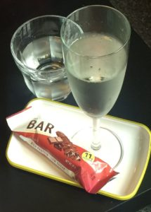 Lækre bobler, vand og en chokoladelækker bar efter behandlingen.