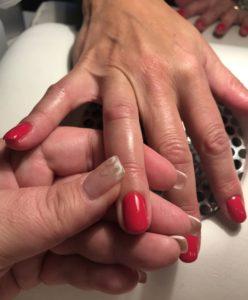 Smukke Røde Negle med love2live