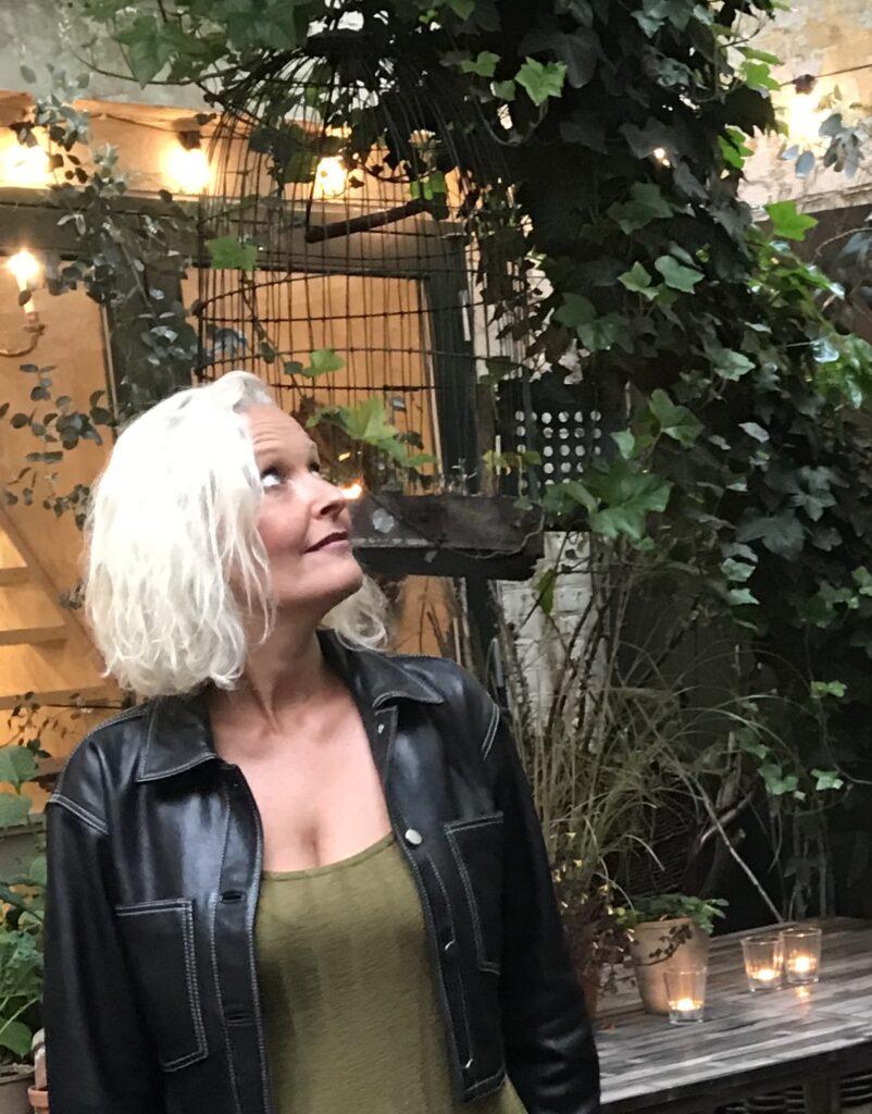 love2live - er du gået i fælden - karakterafvigende mennesker - elsk at leve - vejen væk fra manipulation - forfatter Kristina Sindberg