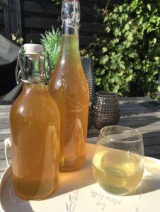 Hyldeblomstsaft - Love2Live - let opskrift - Citron - gin tonic - Kristina Sindberg