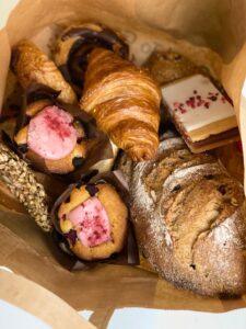 TooGoodToGo - Bagerpose - Franskbrød - muffins - hindbærsnitte - croissant - Fru Lund bageri - odense - Dalum - Love2Live - Blog - mad - Kristina Sindberg